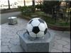 サッカーボールのモニュメント