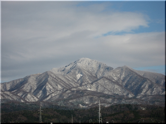 雪を頂いた米山