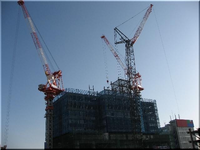 駅南再開発・周囲より高くなったタワークレーン