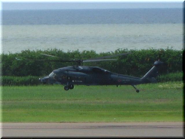 救難ヘリコプター・UH-60J(ホバリング中)