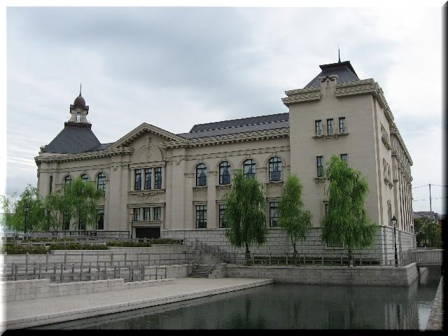 異国風建築物・博物館本館⇒5月