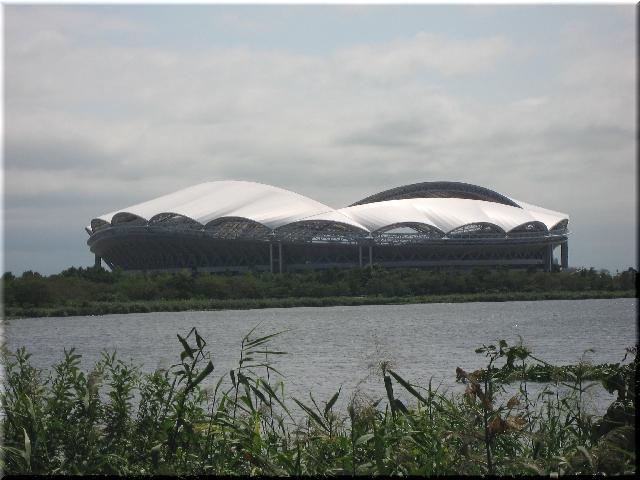 深緑に囲まれたビッグスワン・スタジアム⇒6月