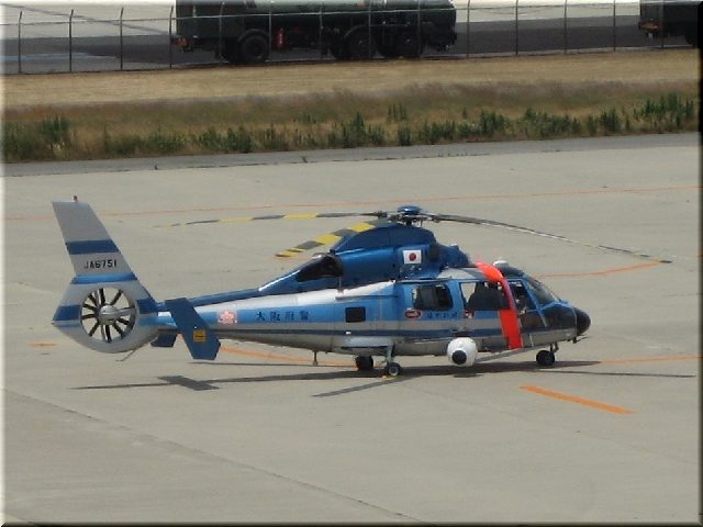 大阪府警 Aerospatiale AS365N2 JA6751