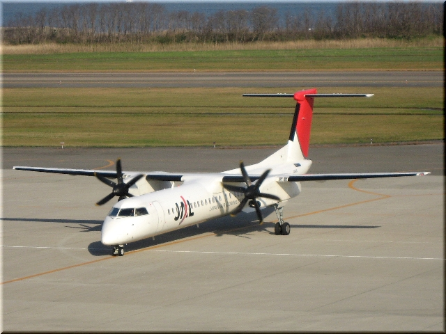 JAL Bombardier Aerospace DHC8‐Q400 JA846C