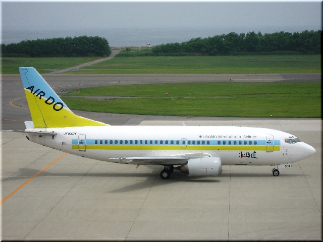 ADO Boeing 737-500 JA8504