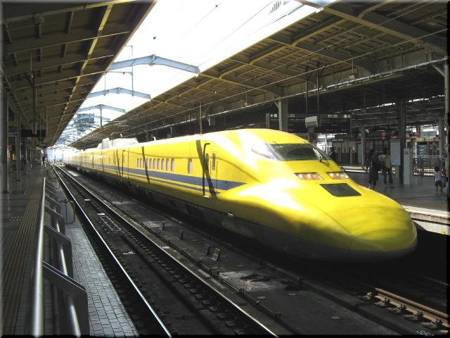 東海道新幹線ドクターイエロー923形T4(新大阪駅)